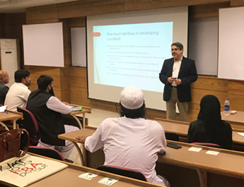 May 10, 2018: Dr. Farrukh Delivers a Lecture to MS Islamic Banking and Finance Students